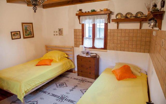 Отель Chiflik Elena Guest House Болгария, Шумен - отзывы, цены и фото номеров - забронировать отель Chiflik Elena Guest House онлайн комната для гостей
