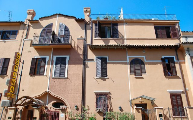 Отель Espana Рим вид на фасад