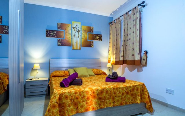 Отель SeaView Apartment in Saint Thomas Bay Мальта, Марсаскала - отзывы, цены и фото номеров - забронировать отель SeaView Apartment in Saint Thomas Bay онлайн комната для гостей