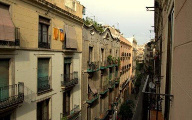 Отель Artistic Hostel BCN Испания, Барселона - отзывы, цены и фото номеров - забронировать отель Artistic Hostel BCN онлайн балкон