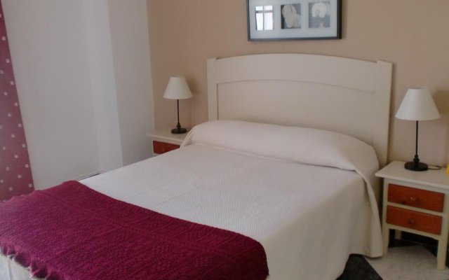 Отель Hostal Los Rosales Испания, Кониль-де-ла-Фронтера - отзывы, цены и фото номеров - забронировать отель Hostal Los Rosales онлайн комната для гостей