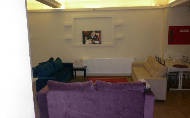 Hotel Jimmy's Place Сельчук комната для гостей