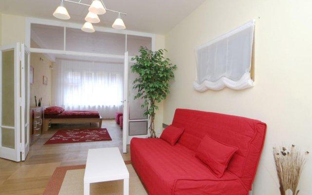 Апартаменты Ostrovni 7 Apartments Прага комната для гостей