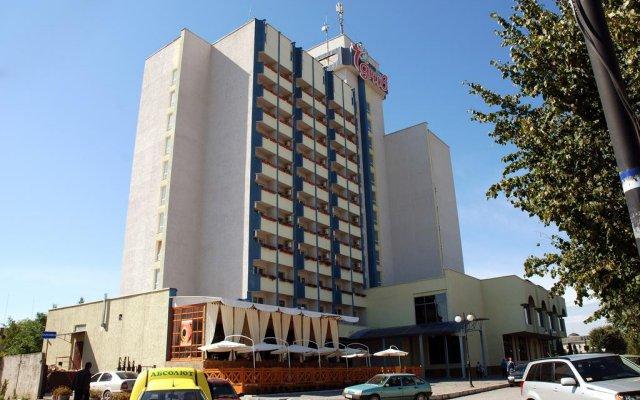 Гостиница 7 Дней Каменец-Подольский вид на фасад
