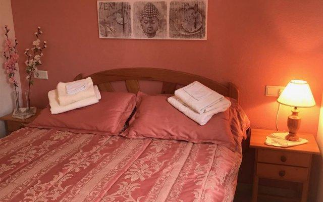 Отель La Casa Blanca Рохалес комната для гостей