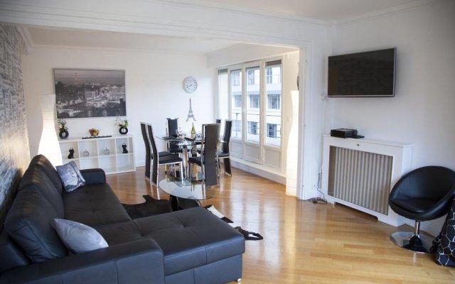 Отель Champs Élysées-Vuitton Apartment Франция, Париж - отзывы, цены и фото номеров - забронировать отель Champs Élysées-Vuitton Apartment онлайн комната для гостей