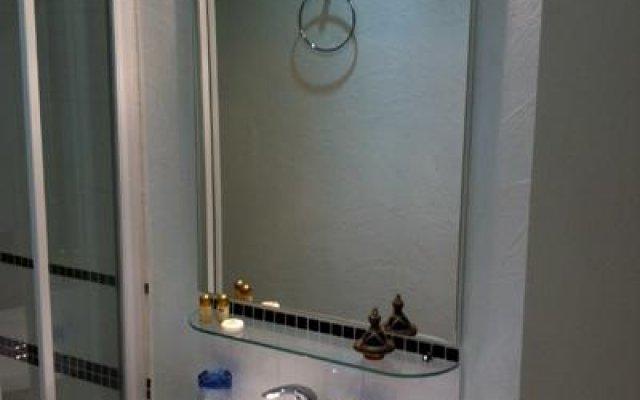 Отель Le Studio du Gone Франция, Лион - отзывы, цены и фото номеров - забронировать отель Le Studio du Gone онлайн ванная