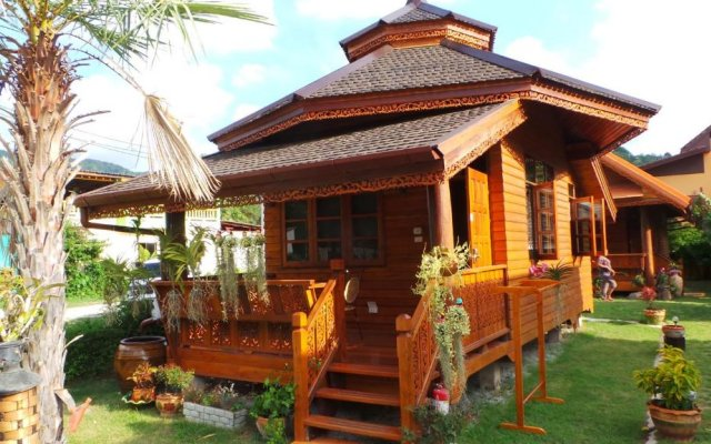 Отель Golden Teak Resort - Baan Sapparot вид на фасад