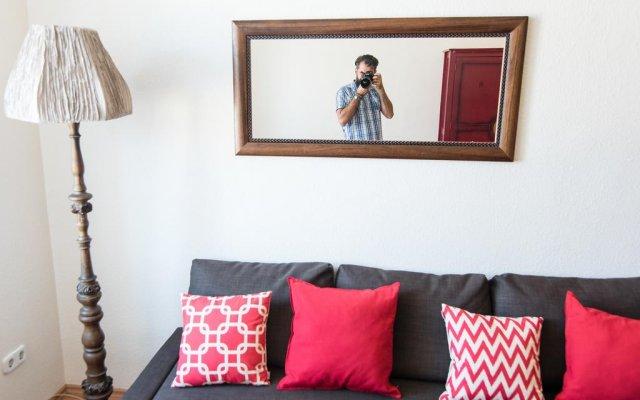 Апартаменты Main Street Comfort Apartment комната для гостей