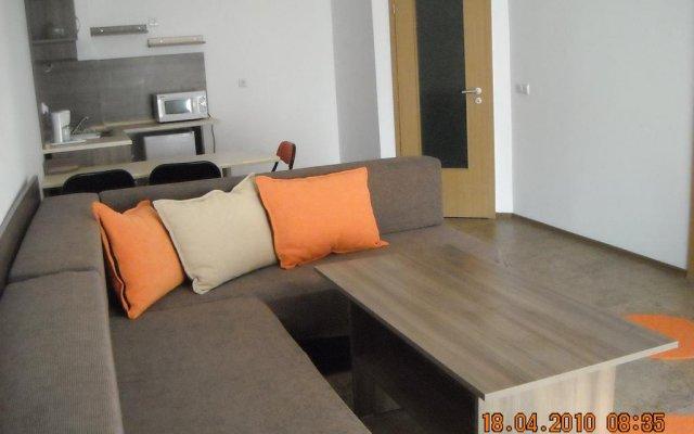 Отель Apartamenti Zhelezovi Поморие комната для гостей