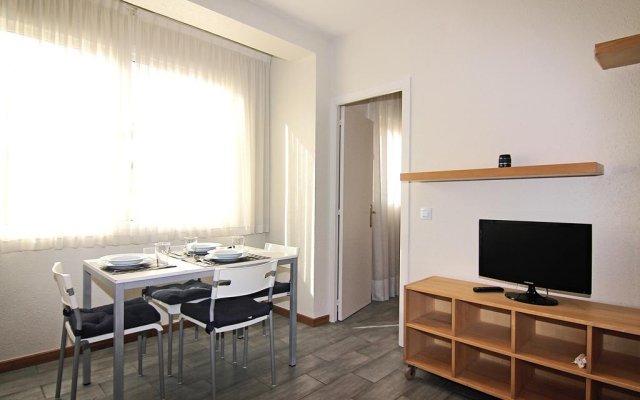 Апартаменты ClassBedroom Apartments I комната для гостей