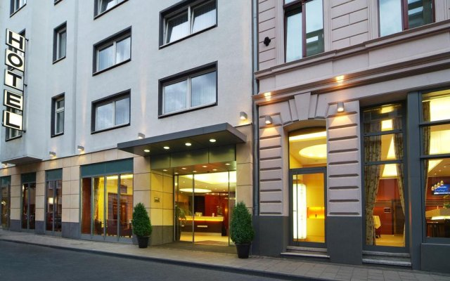 Hotel Flandrischer Hof вид на фасад