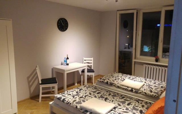 Отель AdMatch Niepodleglosci Rooms Metro Варшава комната для гостей