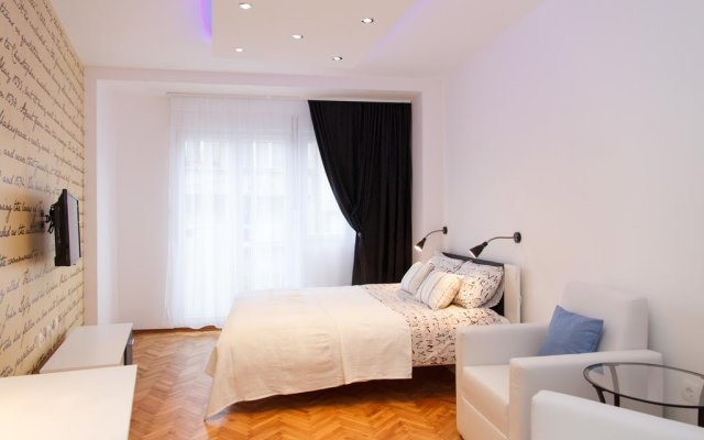 Апартаменты Stay In Apartments комната для гостей