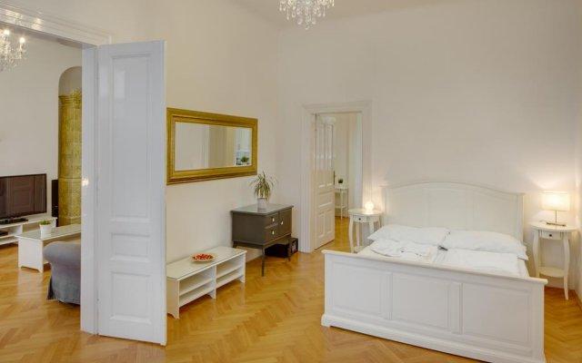 Апартаменты Old Town Square Premium Apartments Прага комната для гостей