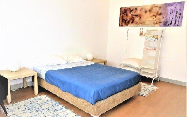 Отель Double Room Oporto Campo Lindo Порту комната для гостей