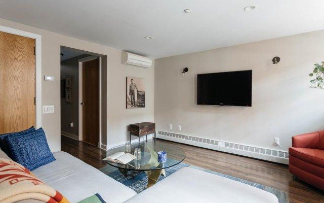 Отель onefinestay - Greenpoint private homes США, Нью-Йорк - отзывы, цены и фото номеров - забронировать отель onefinestay - Greenpoint private homes онлайн комната для гостей