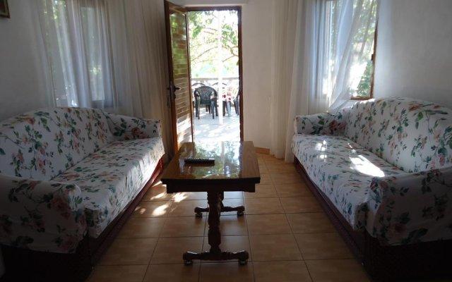 Апартаменты Mustafaraj Apartments Ksamil комната для гостей