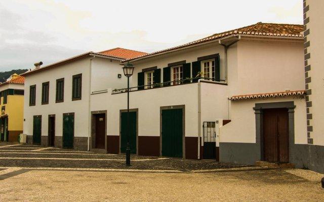 Отель Casas do Largo Dos Milagres вид на фасад