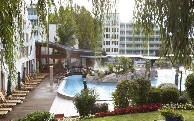 Naturmed Hotel Carbona бассейн