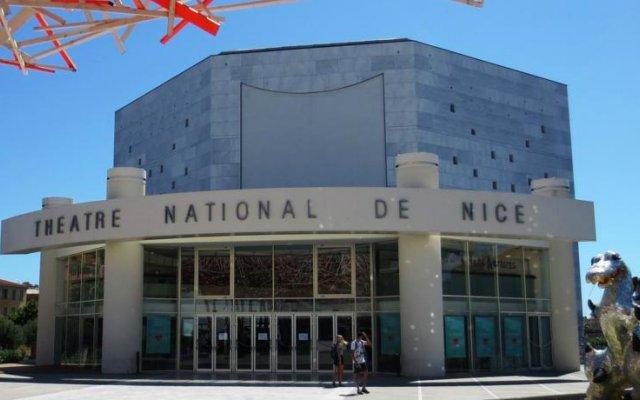Отель Bnbkeys Azur Odeon вид на фасад