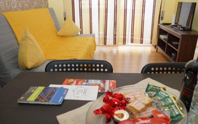 Отель Apartamentos D'alegria By Amber Star Rent Порту комната для гостей