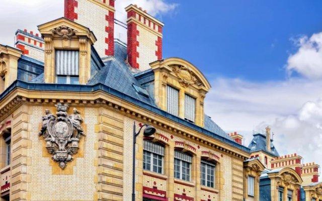 Отель Hôtel Les Degrés De Notre Dame Париж вид на фасад