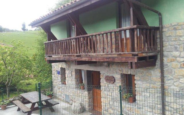 Отель Casa De Aldea La Fuentona вид на фасад
