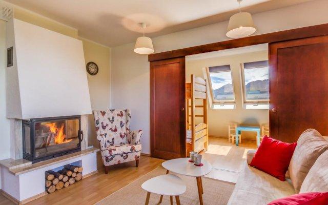 Отель Apartament Red Zakopane Косцелиско комната для гостей