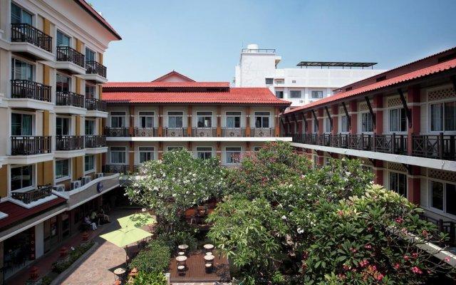 Отель Rambuttri Village Inn & Plaza