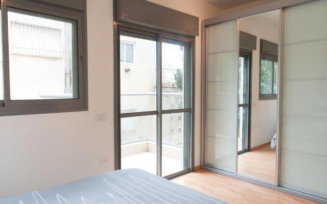 Апартаменты Ziv Apartments 8 Amos Street Тель-Авив комната для гостей