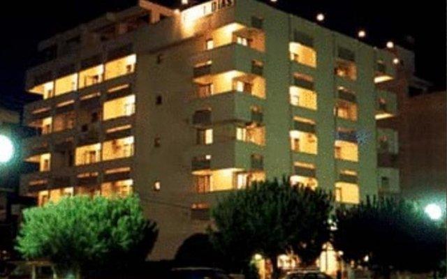 Отель Dias вид на фасад