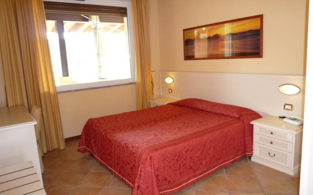 Отель Residence Miralago Rooms & Apartments Италия, Манерба-дель-Гарда - отзывы, цены и фото номеров - забронировать отель Residence Miralago Rooms & Apartments онлайн комната для гостей