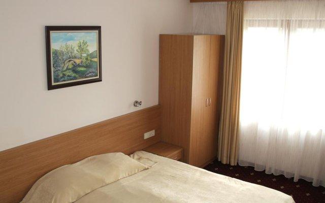 Hotel Coop Rozhen Чепеларе комната для гостей