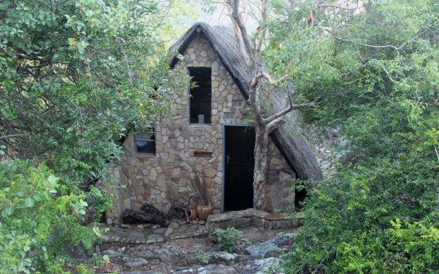 Big Cave Camp - Lodge On The Rocks