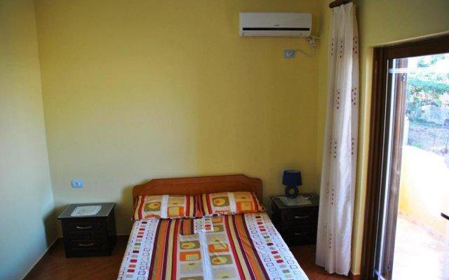 Отель Albanian Happines Guesthouse комната для гостей