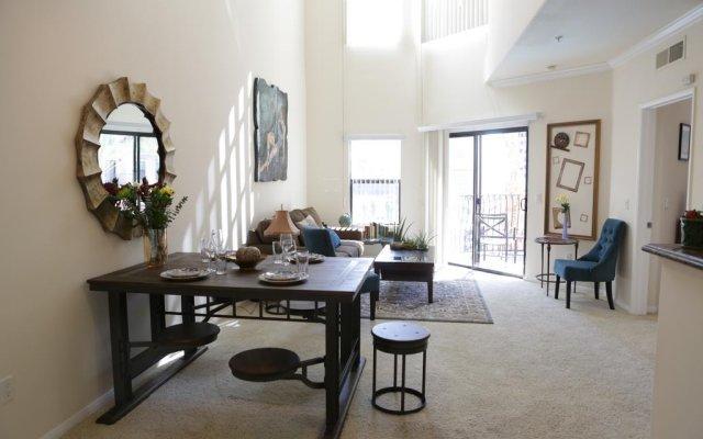 Отель Luxury Suite in Downtown Los Angeles комната для гостей