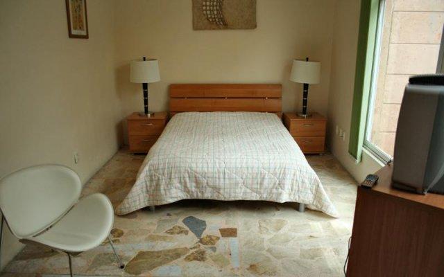 Отель Suites del Carmen - Pino Мехико комната для гостей
