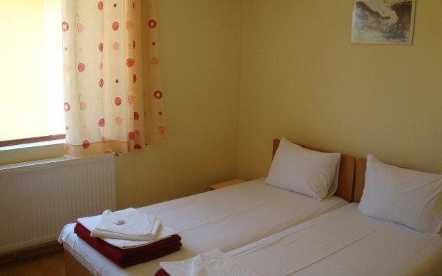 Отель Complex Asenevci Боженци комната для гостей