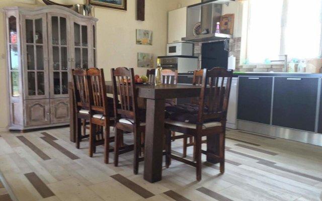 Отель Sunny House Izgrev Балчик комната для гостей