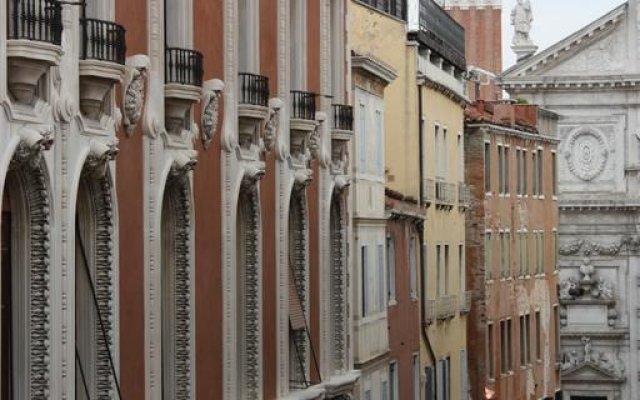 Отель Ca Pedrocchi балкон