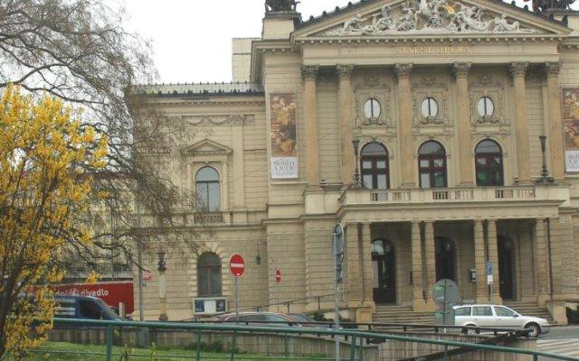Апартаменты The Good King Wenceslas Apartment вид на фасад