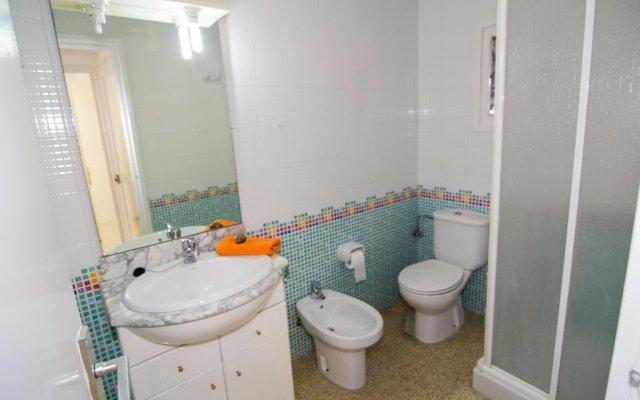 Отель Agi Sant Antoni Испания, Курорт Росес - отзывы, цены и фото номеров - забронировать отель Agi Sant Antoni онлайн ванная