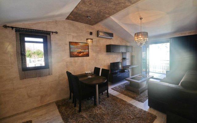 Апартаменты Dekaderon Lux Apartments комната для гостей
