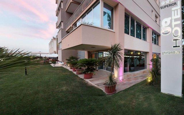 Hotel Ghirlandina вид на фасад