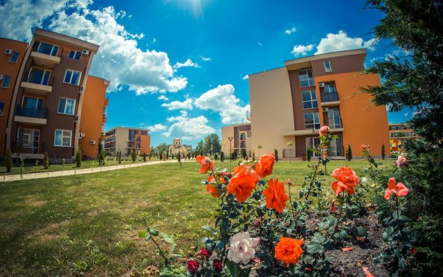 Апартаменты Holiday and Orchid Fort Noks Apartments