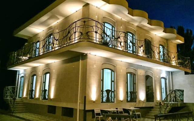 Gaudi stylish hotel вид на фасад