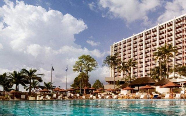 Отель Transcorp Hilton Abuja бассейн