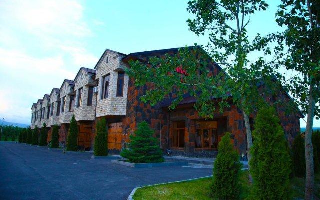Отель Tsirani ApartHotel вид на фасад
