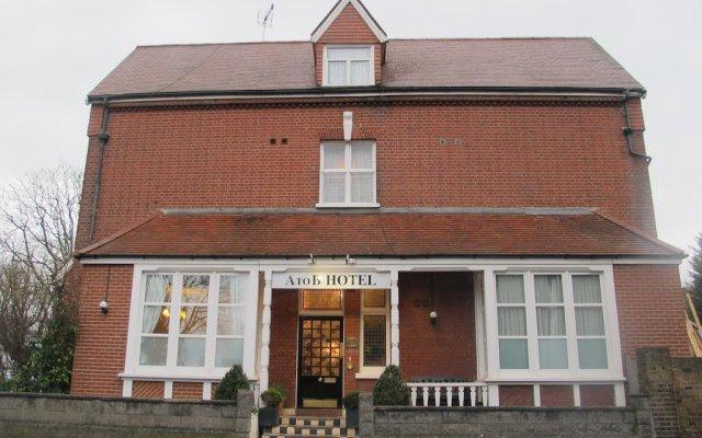 A To B Hotel Лондон вид на фасад